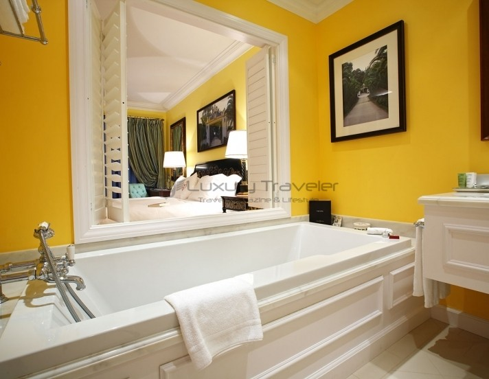 The_Yeatman_Hotel_Luxury_Portugal_Bathroom_Suites