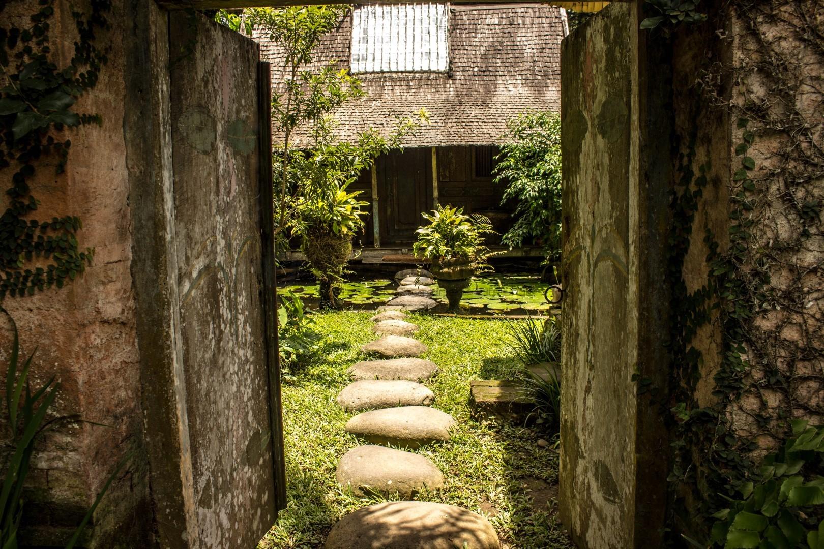 Bambu-Indah-Ubud-Bali-Resort-Gardens
