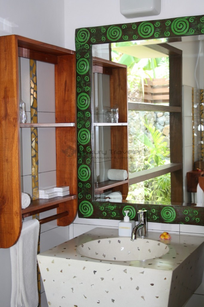 kokotinos-sekotong-bathroom