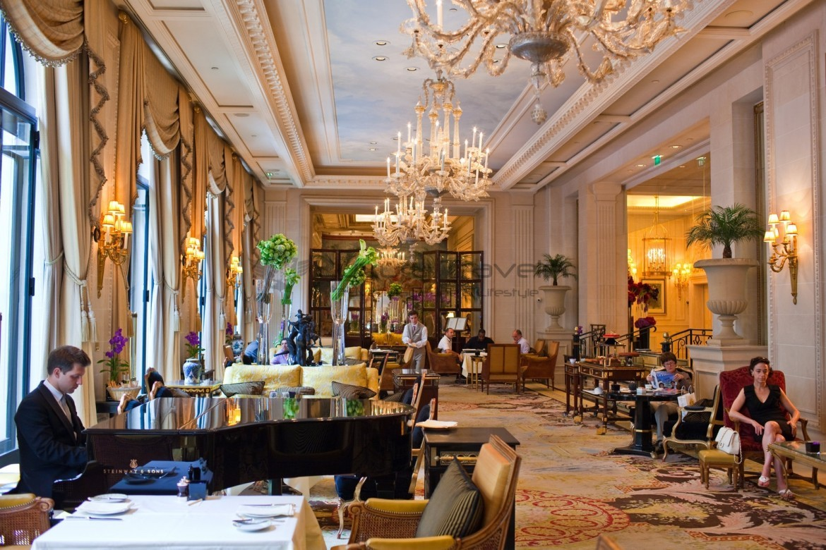 Le cinq paris michelin star restaurant four seasons for Hotel george v jardins