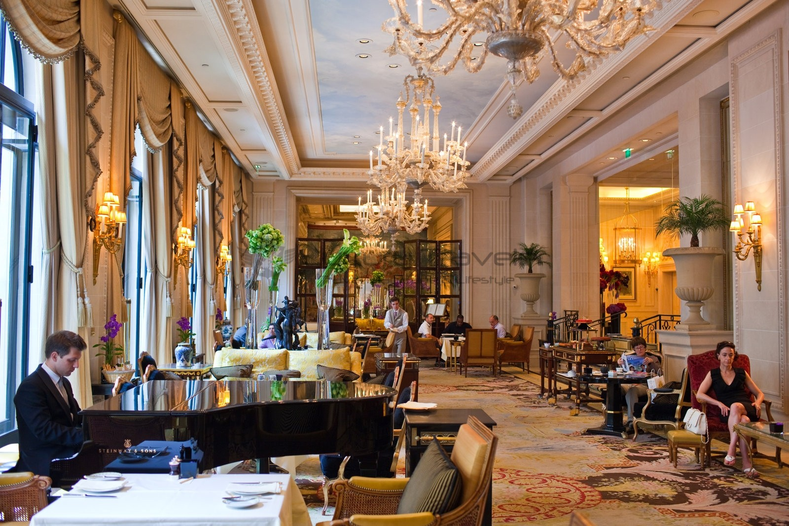 Le cinq paris michelin star restaurant four seasons luxury traveler - Boutique michelin paris ...