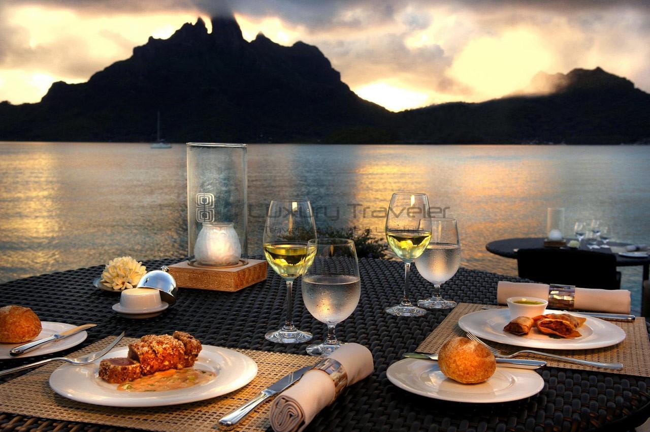 St_Regis_Bora_Bora_French_Polynesia_Dinner_View
