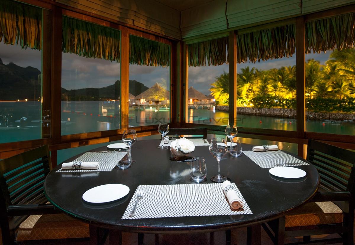 St_Regis_Bora_Bora_French_Polynesia_Lagoon_Restaurant