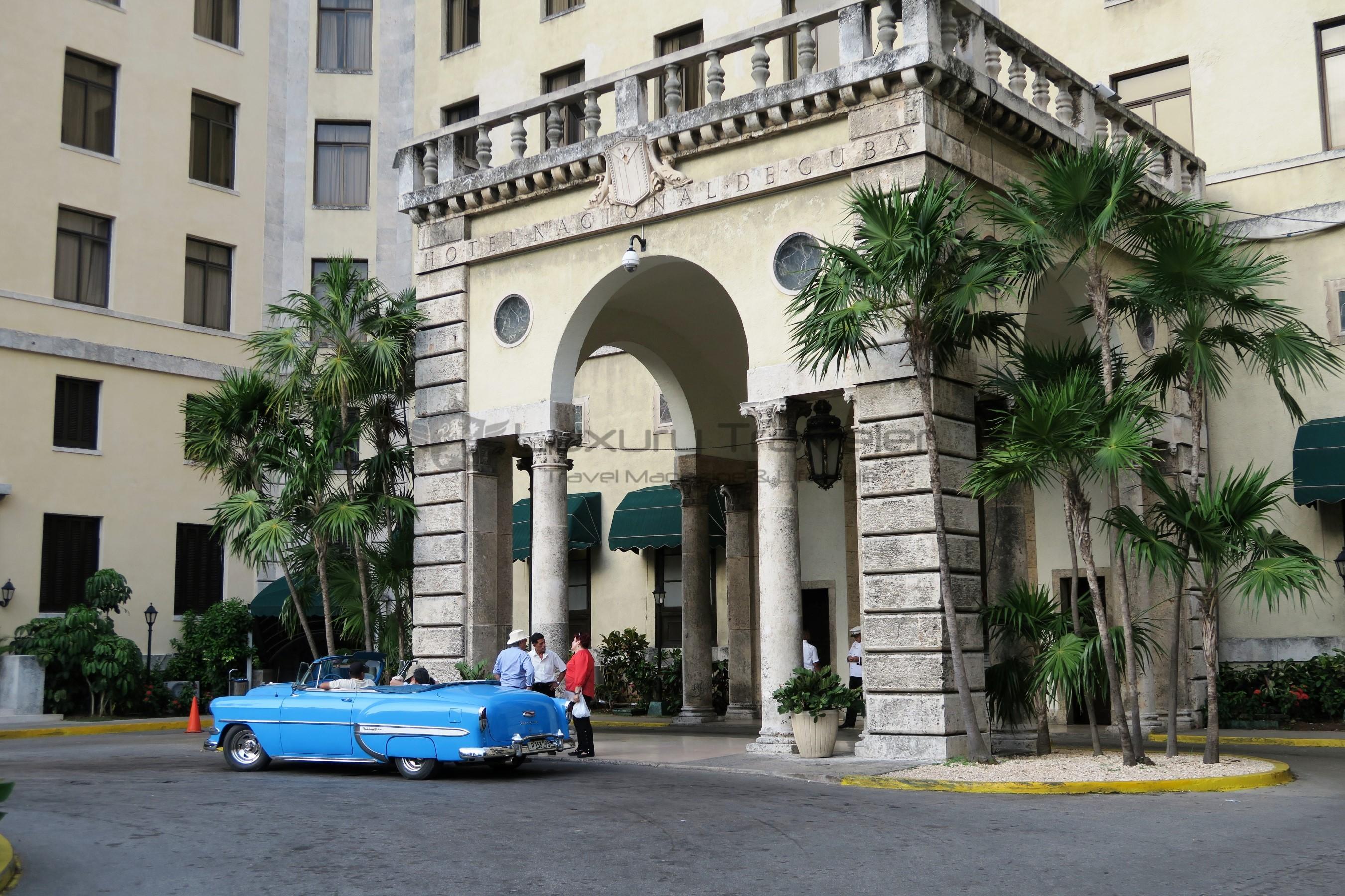 Entrance_to_Hotel_Nacional_de_Cuba_in_Old_Havana