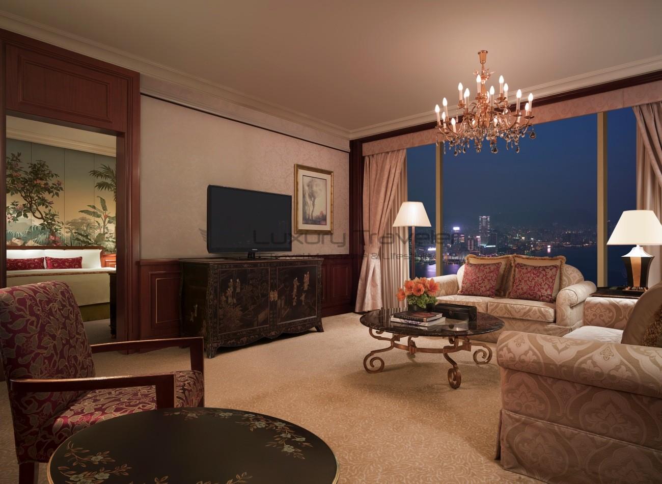 Island_Shangri-La_Hotel_Hong_Kong_Suite_View