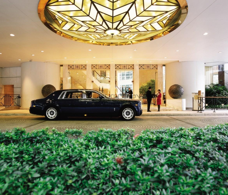 Island_Shangri-La_Hotel_Hong_Kong_Entrance_Luxury