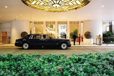 Island_Shangri-La_Hotel_Hong_Kong_Entrance_Luxury