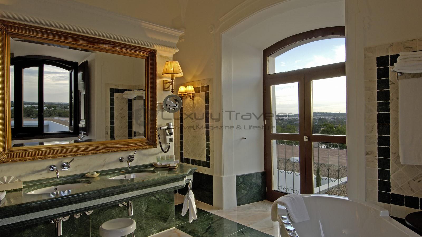 Convento_Espinheiro_Hotel_Evora_Starwood_Royal_Suite_philippe-stark