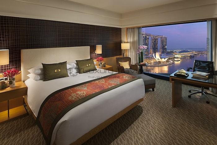 Mandarin_Oriental_Singapore_Hotel_premier-harbour-room