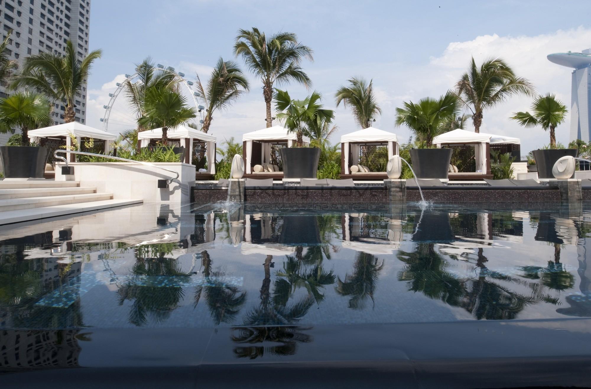 Mandarin_Oriental_Singapore_Hotel_Exterior_Pool