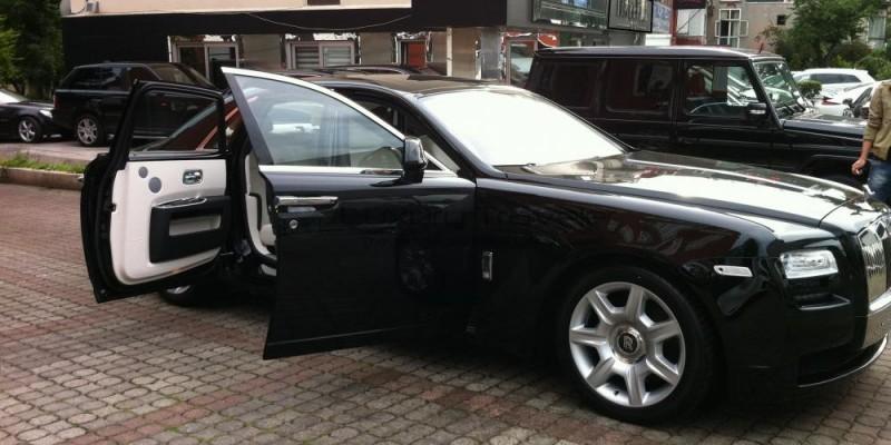 Sultan_of_Istanbul_Rolls_Royce_Luxury_Driver_Chauffeur