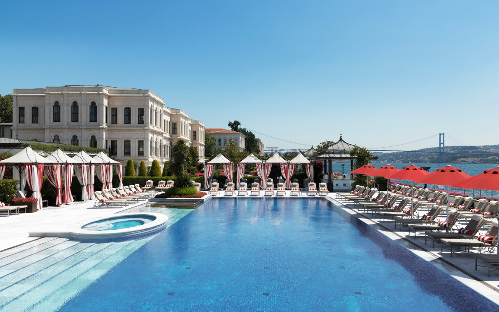 Four_Seasons_Bosphorus_Istanbul_Hotel_Pool