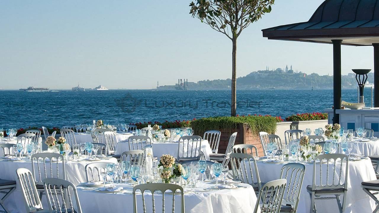 Four_Seasons_Bosphorus_Istanbul_Hotel_restaurant_views