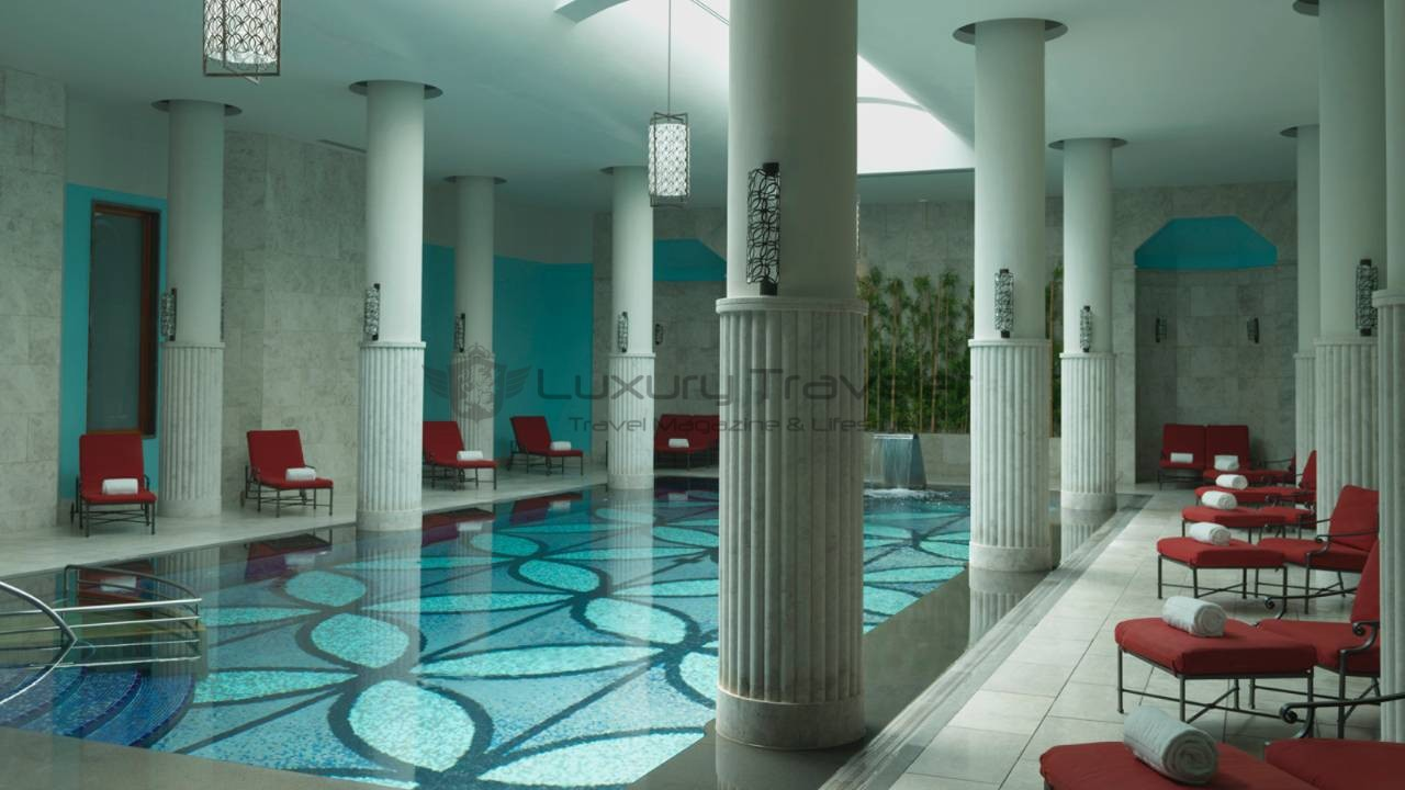 Four_Seasons_Bosphorus_Istanbul_Hotel_Spa_Pool