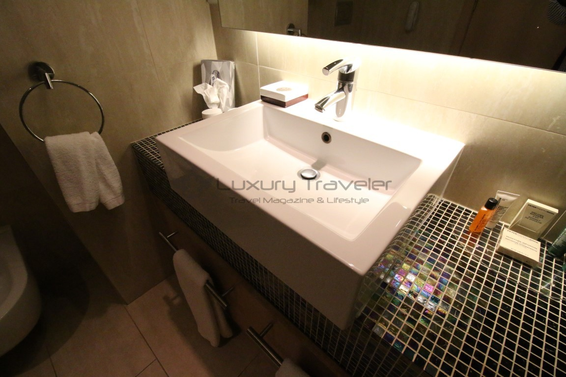 Hilton_Vilamoura_Algarve_Apartment_Bathroom
