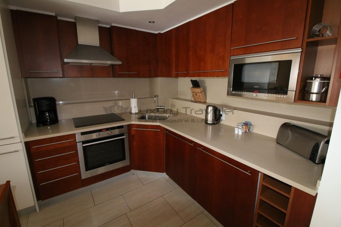 Hilton_Vilamoura_Algarve_Apartment_Kitchen