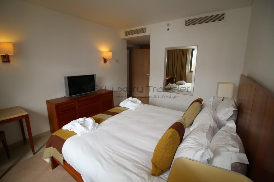 Hilton_Vilamoura_Algarve_Suite_Bedroom