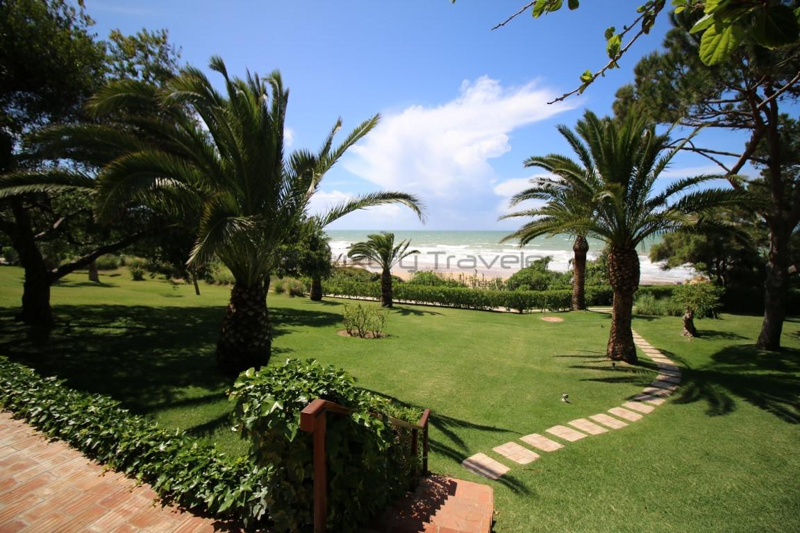 Vila_Joya_Hotel_Algarve_Portugal_Gardens_Beach