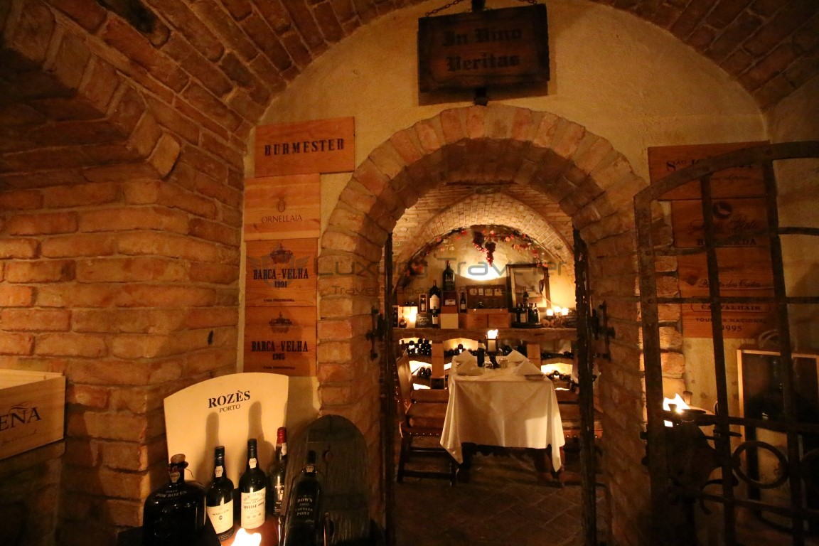 Dining-Vila_Vita_Parc_Algarve_Restaurant_Wine_Cellar