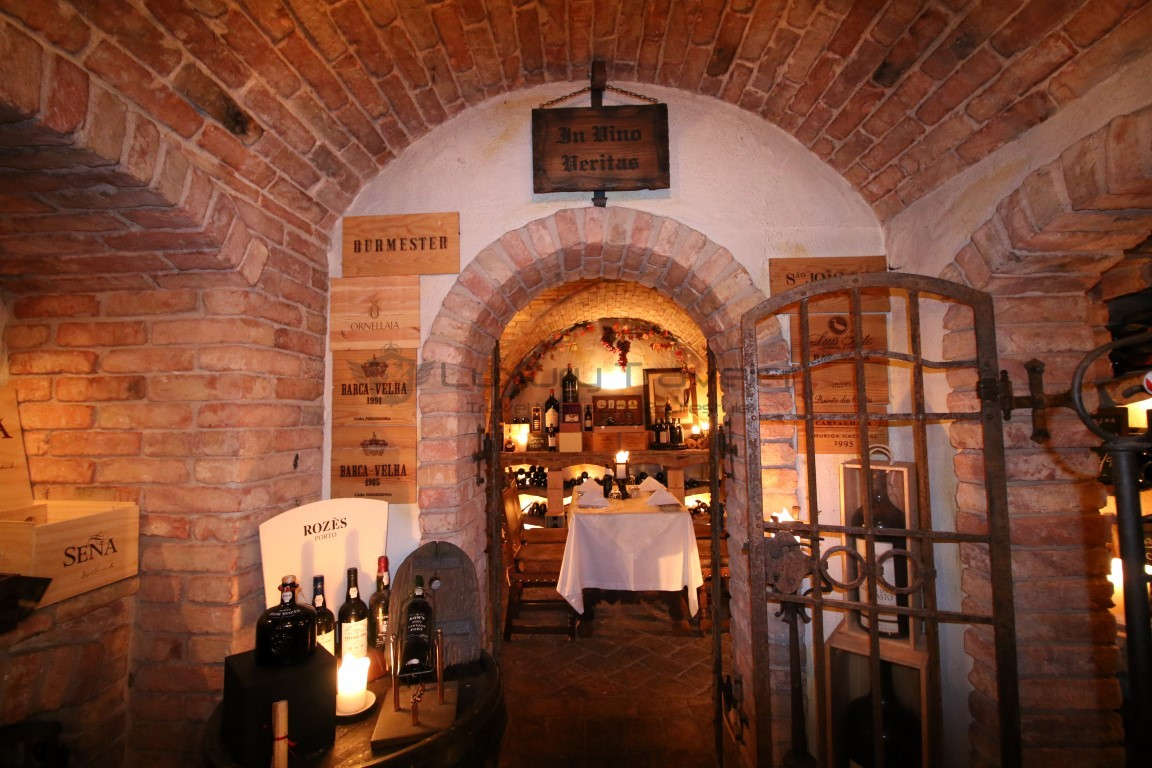 Vila_Vita_Parc_Algarve_Wine_Cellar-Restaurant