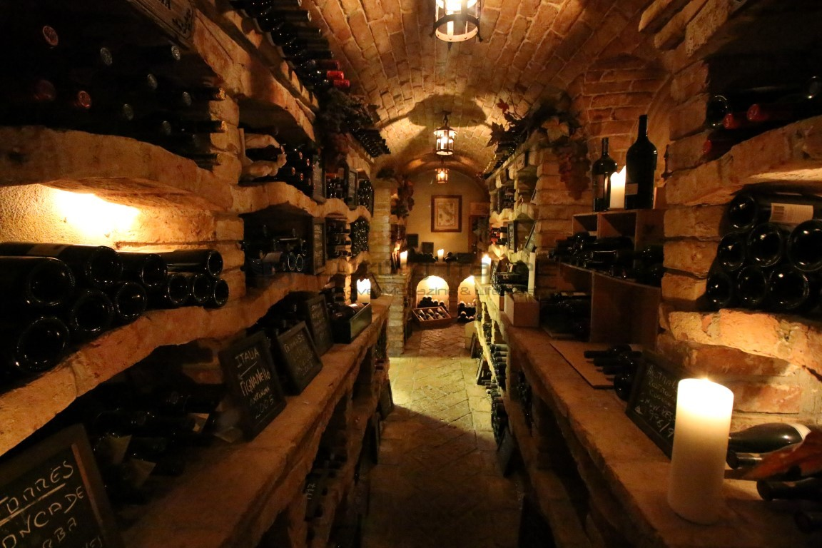 Dinner-Vila_Vita_Parc_Algarve_Restaurant_Cave_Vinhos_Wine_Cellar