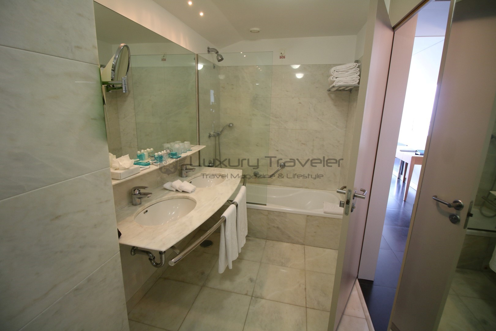 Vidamar_Madeira_Resort_Room_Bathroom