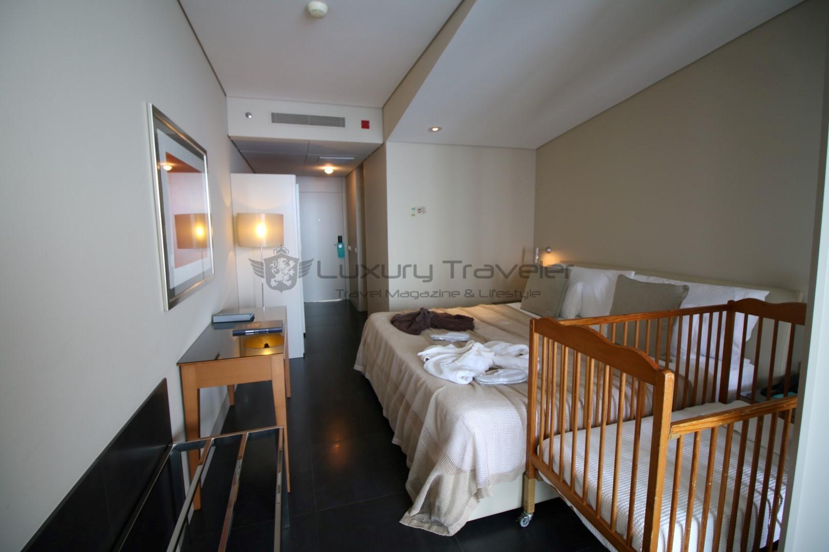 Vidamar_Resort_Madeira_Rooms_Bedroom