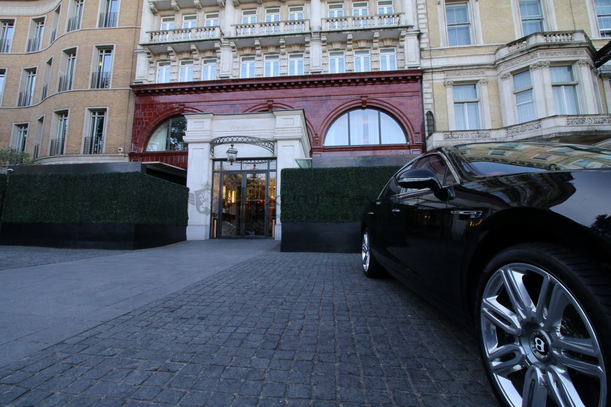 9-luxury_transfers_season_chauffeur_hire_london