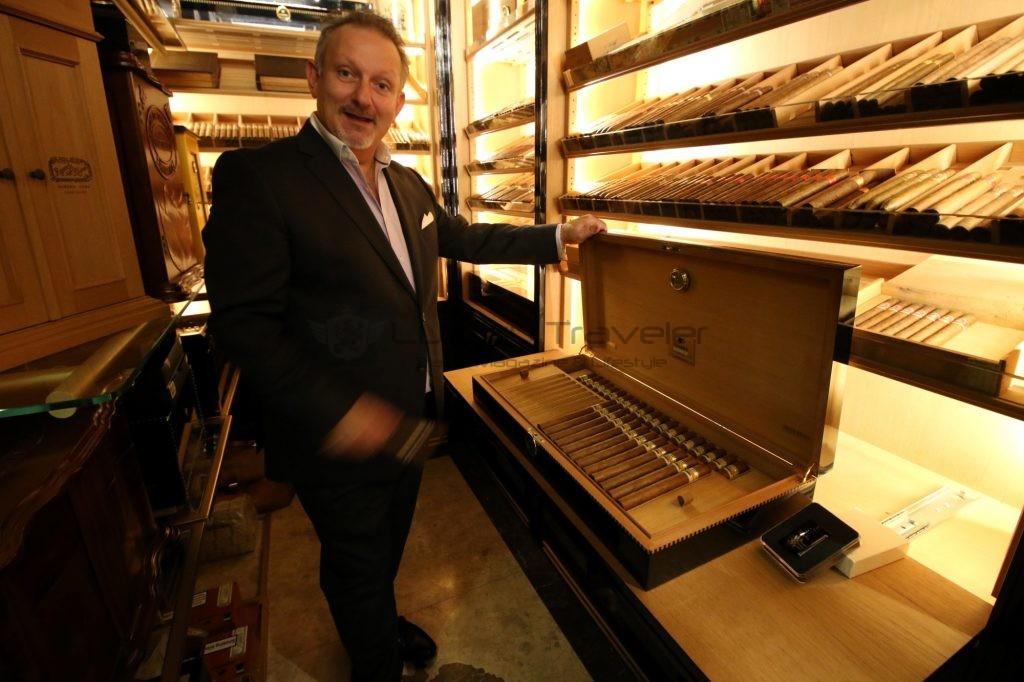 206-wellesley_hotel_london_cigar_room_2