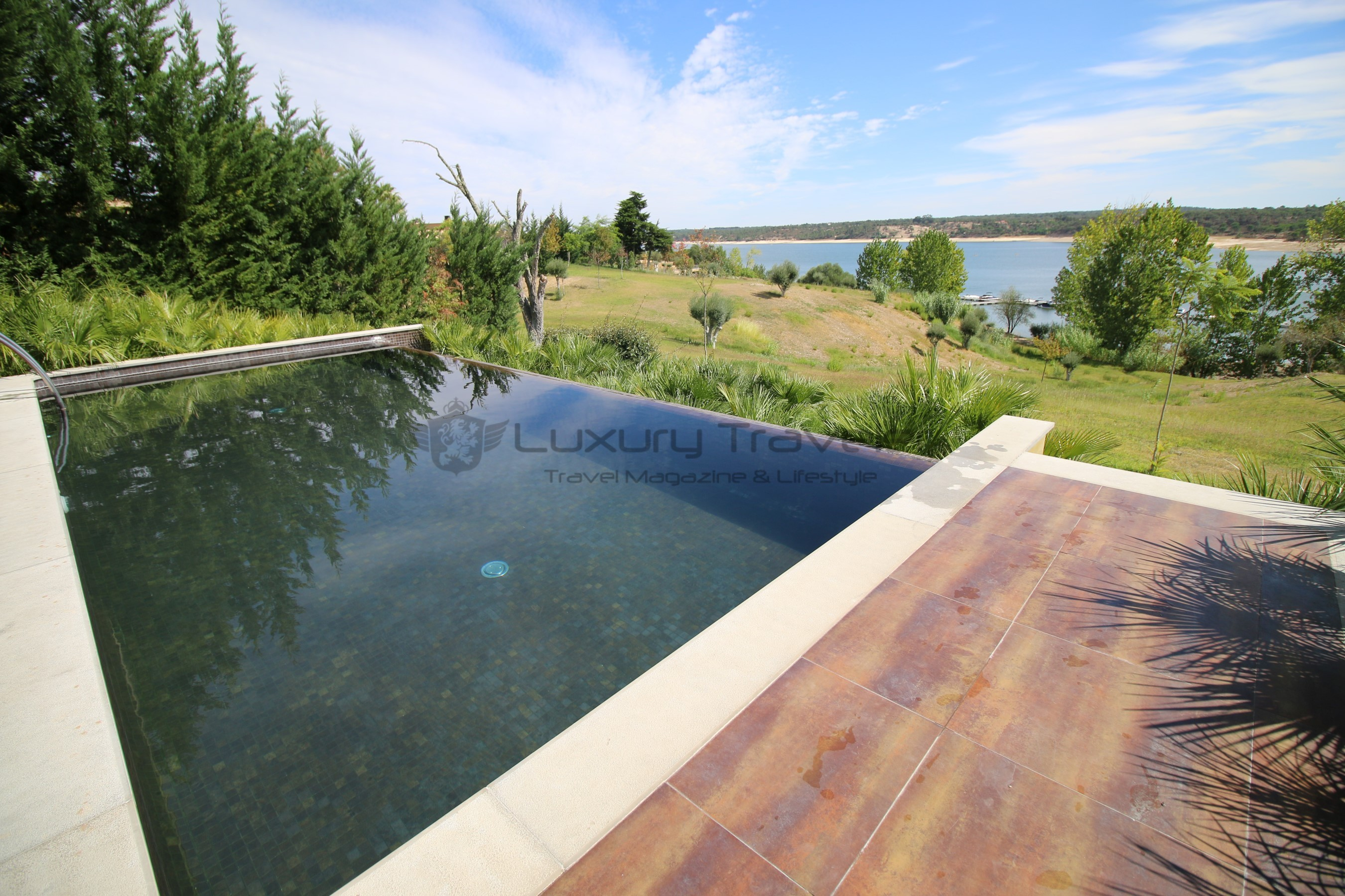 Lago_Montargil_Portugal_Luxury_Villas_Pool_Lake