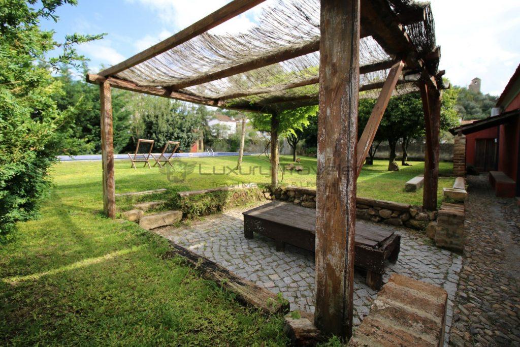 Royal_Cocoa_Company_Palace_Hotel_Gardens_Review